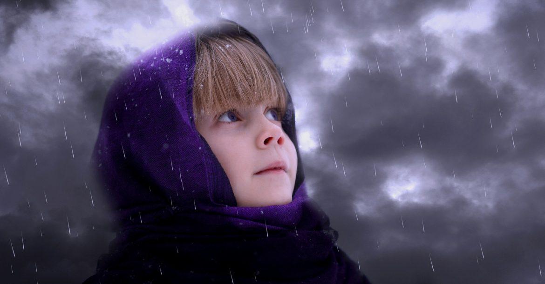 Cum alungăm norii negri ce apar deasupra fetiței noastre de 4 ani