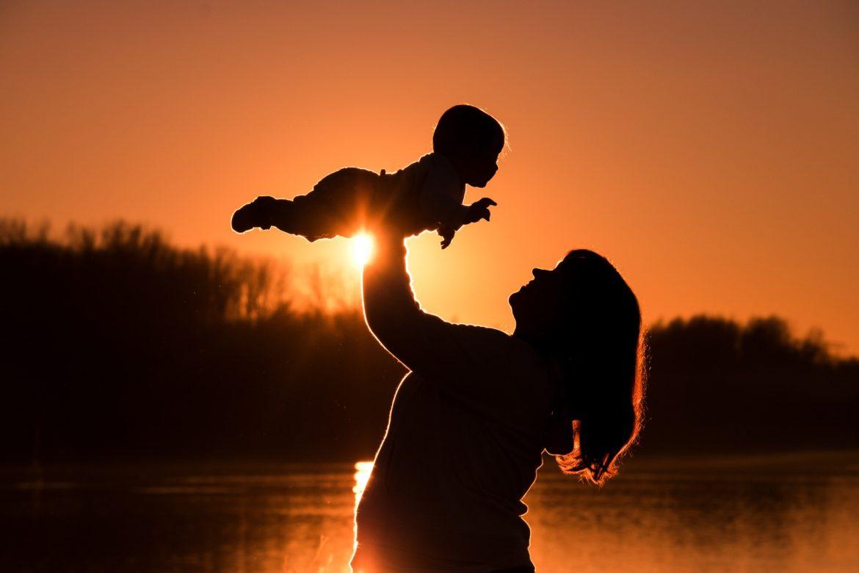 Mamă de băiat sau băiatul mamii