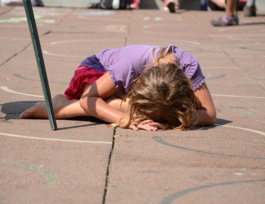Când copilul tău bate sau e bătut. Ce facem noi părinții?