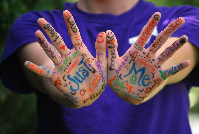 Nu uitați: între bucurie şi tristețe cresc, ei, copiii noştri!
