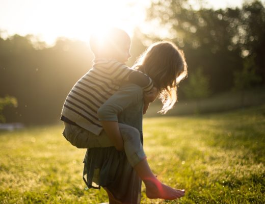 Fără mami în preajmă, dovezi de iubire între frați