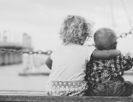 Chiar dacă ne împotrivim, fratele mai mare tot îl creşte pe cel mic